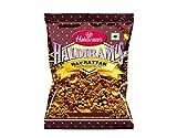 Haldirams - Navrattan - Mezcla de Aperitivos Picantes - Fideos de Garbanzos , Cacahuetes y Patatas Fritas Secadas al Sol - Producto Asiático - 200 Gramos